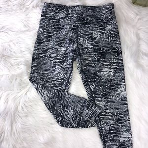 Calvin Klein Quick Dry Leggings in Size Small
